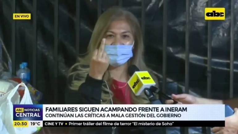 """¿Costo cero de medicamentos?: """"Na' ape"""", dice una mujer y trata de avión bocina a Marito"""