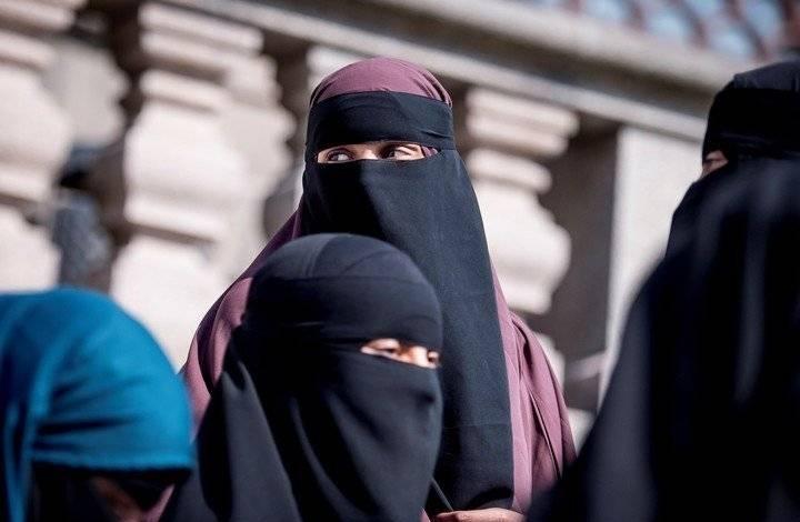Las estudiantes afganas deberán llevar abaya y nicab
